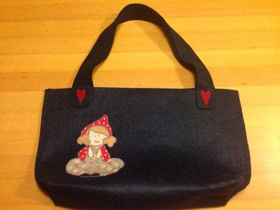 borsa in feltro realizzata a mano con cappuccetto rosso in applique