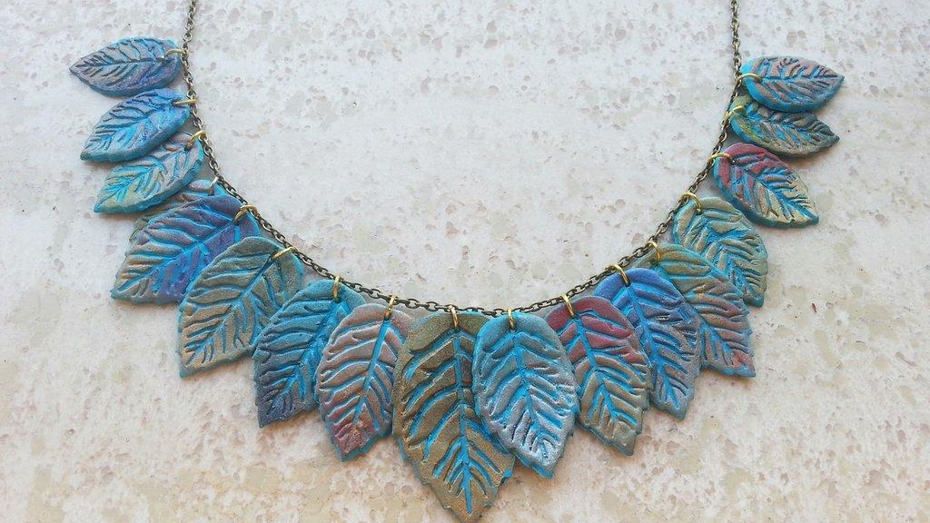 Collana di foglie
