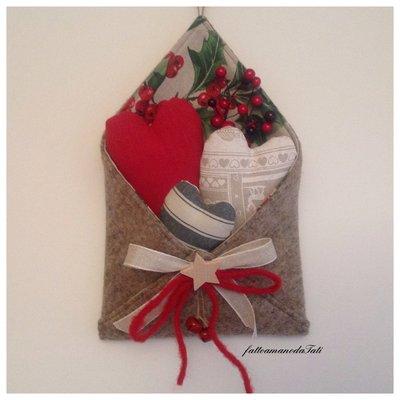 Busta love letters in lana cotta con cuori imbottiti
