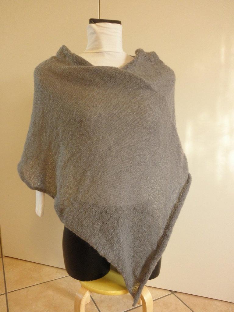 Poncho grigio scuro di mohair,poncho donna,leggero e morbido,accessori,maglieria