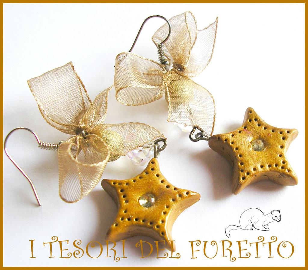 """Orecchini Nale """"Stelle dorate con fiocco"""" Fimo cernit idea regalo per lei oro stelline"""