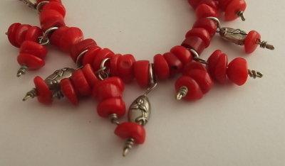Bracciale di corallo rosso e perle argentate