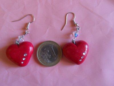 orecchini cuoricini rossi in fimo perlina e strass