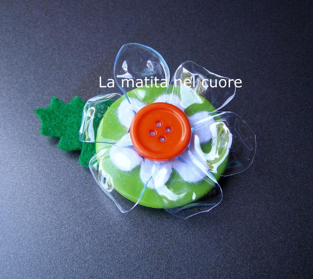Calamita fiore pet bottone arancione e foglia feltro