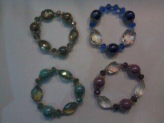 Bracciali con mezzi cristalli e pietre di ceramica
