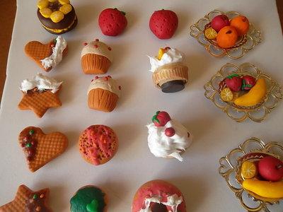 dolcetti e frutta in fimo (calamite)