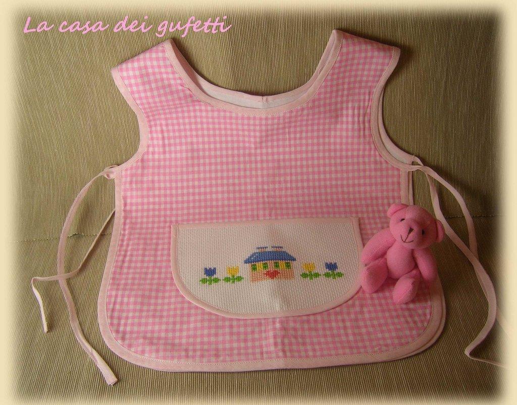 Grembiulino bambina a quadretti rosa con disegno casetta