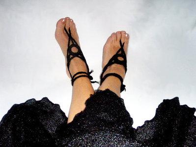 coppia cavigliere / gioiello uncinetto / accessori donna /nero / moda Yoga /sandali piscina / moda mare donna / Hippy chic / Boho accessori