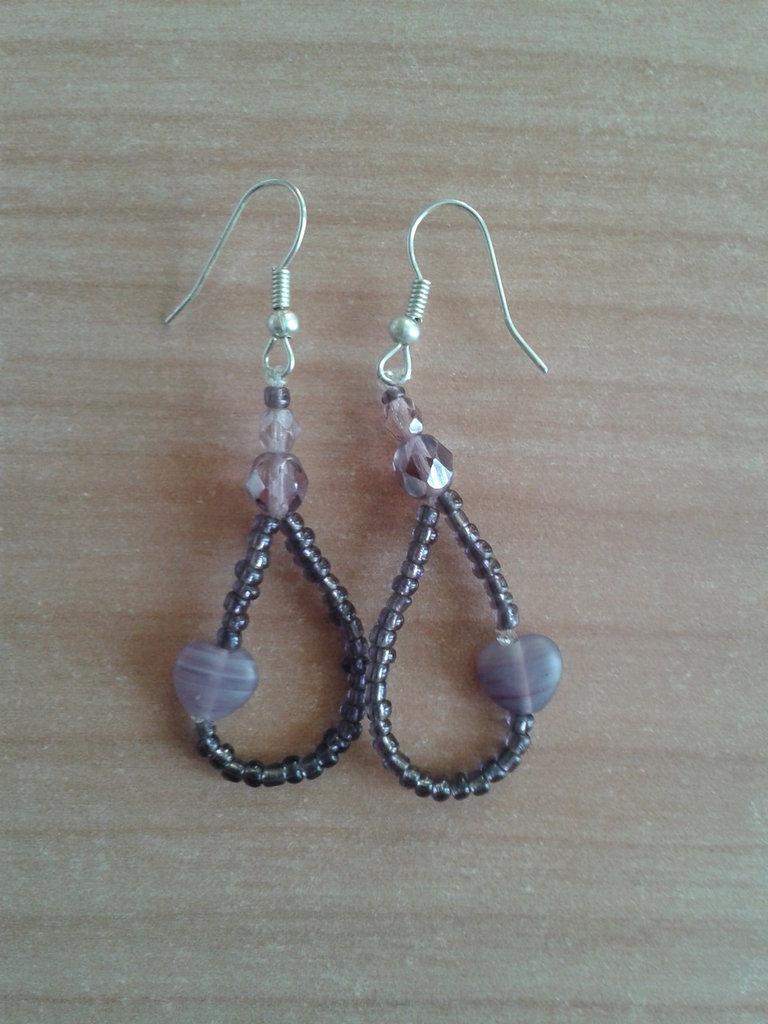 Orecchini con perline, cristalli e perla a forma di cuore