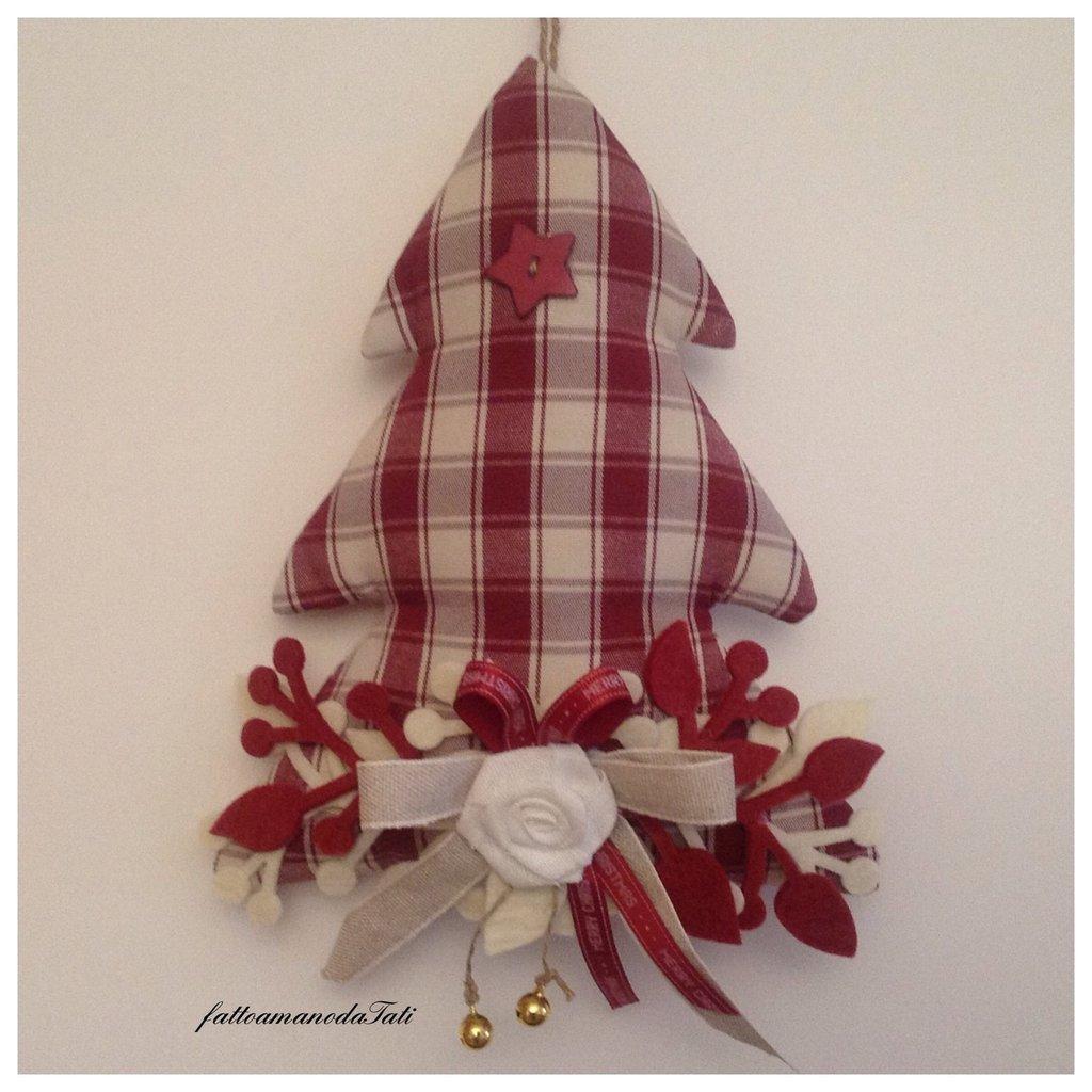 Albero decorato in cotone a quadri bordò con bottone a stella