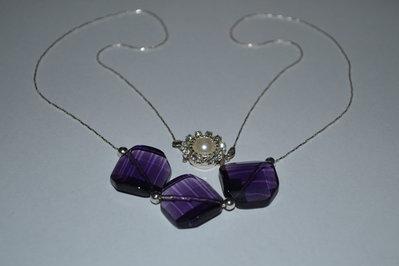 Collana con perle rettangolare colore viola