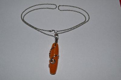 Collana a catena e ciondolo arancione lavorato wire