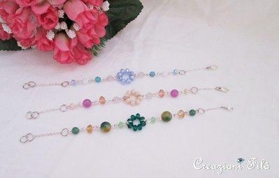 Bracciali colorati con pietre e cristalli