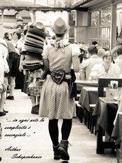 La ragazza dei cappelli
