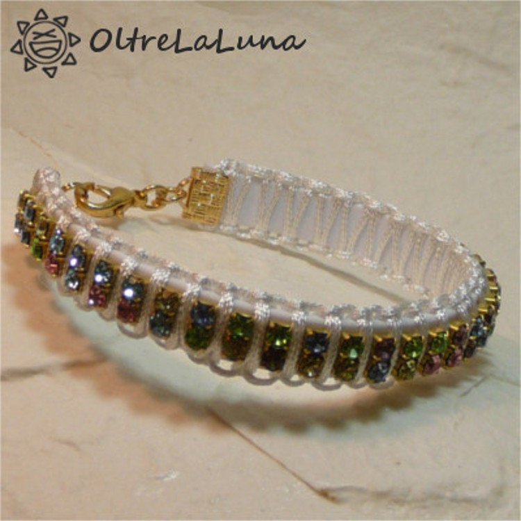 """""""Claudia"""" – bracciale in caucciù bianco con strass multicolori"""