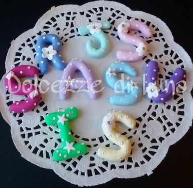 1 ciondolo,iniziale in fimo,lettera personalizzata,per portachiavi o collana misura 3,5 cm fatta a mano