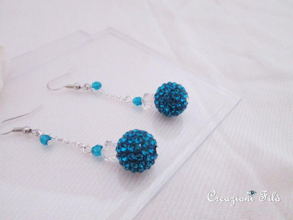 Orecchini con sfere pavè e mezzi cristalli blue
