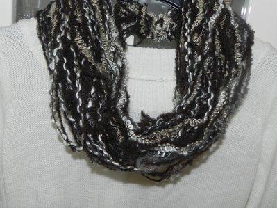 Sciarpa collana fatta a mano multicolore