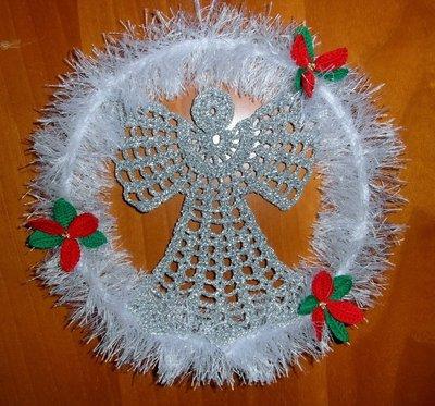 Ghirlanda natalizia all'uncinetto