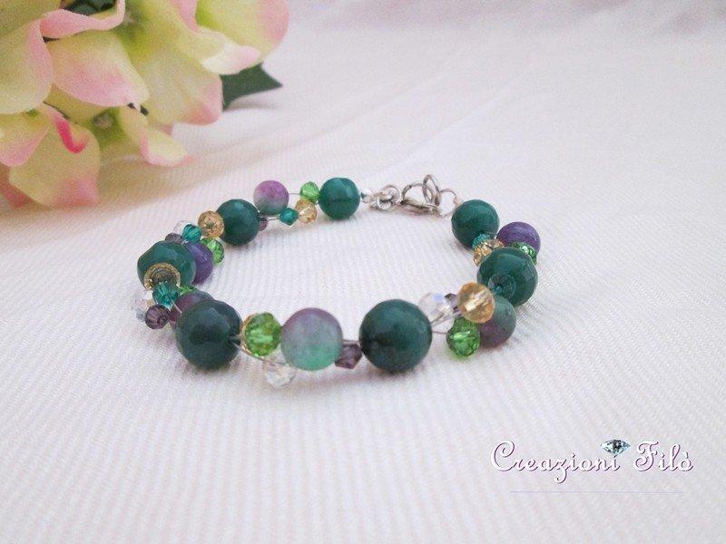 Bracciale verde multicolor con pietre e cristalli