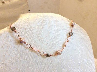 Collana in rame con perle, quarzo rosa e quarzo fumé