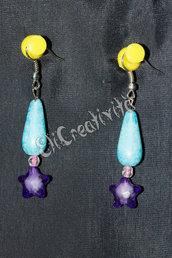 Orecchini con perline pendenti azzurre e stelle viola