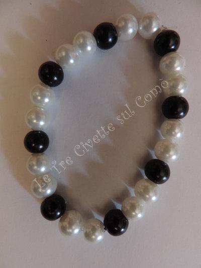 """""""Pearl"""" Bracciale con simil perle bianche e nere"""