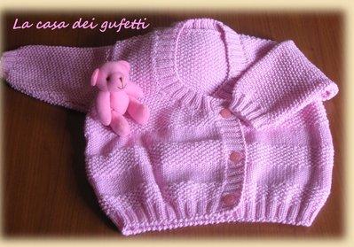 Maglioncino rosa con lavorazione a grana di riso realizzato ai ferri