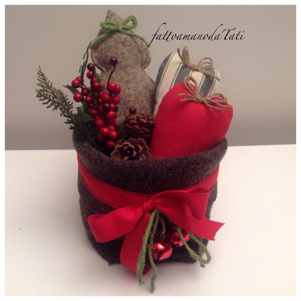 Cestino di Natale con cuori e abete