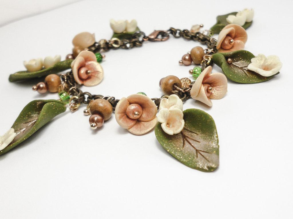 """Bracciale in Fimo con fiori e foglie fatto a mano,regalo unico,pietre dure e perle di legno,fantasy,serie """"Foresta Incantata"""""""