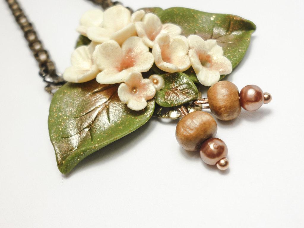 """Collana in Fimo con bouquet di fiori e foglie fatto a mano,regalo unico,fantasy,serie """"Foresta Incantata"""""""