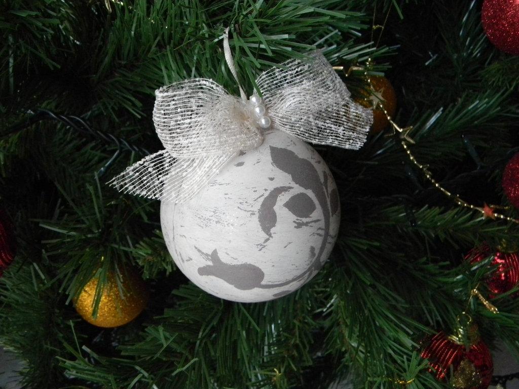 Sfera natalizia con decoro shabby