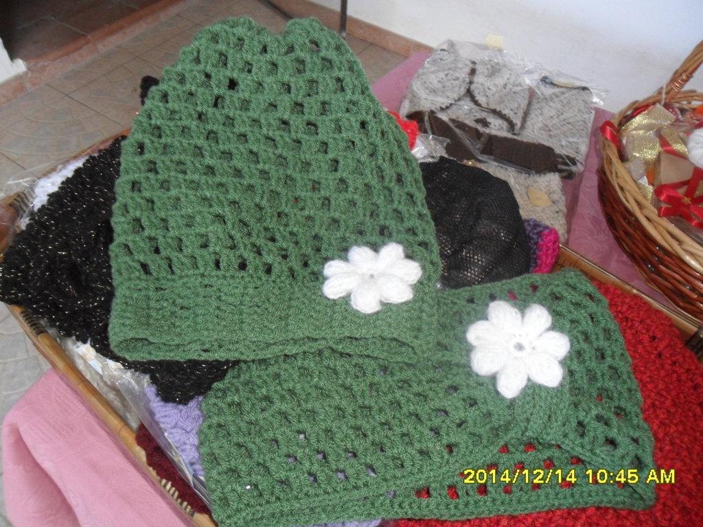 scaldacollo di lana e cappello