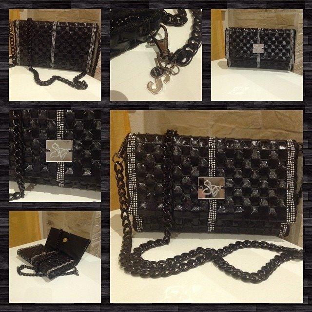 Mini bag in ecopelle lucida e alcantara con borchie - Versione Black