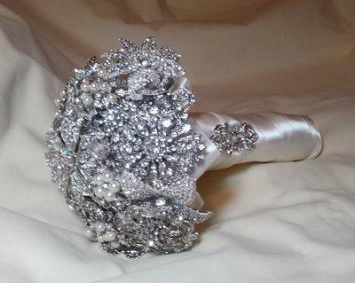 * Bouquet gioiello da sposa ...Bouquet da sposa fatto con spille...*