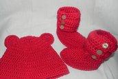 Stivaletti e cappellino fatti a mano in misto lana ad uncinetto stile UGG