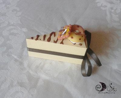 Portaconfetti fetta di torta decorata