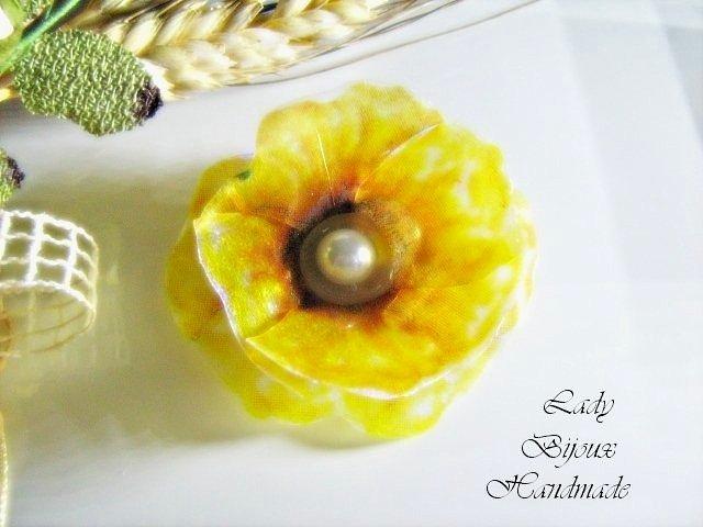 Spilla con fiore Papavero giallo fatto in Sospeso Trasparente bijoux idea regalo