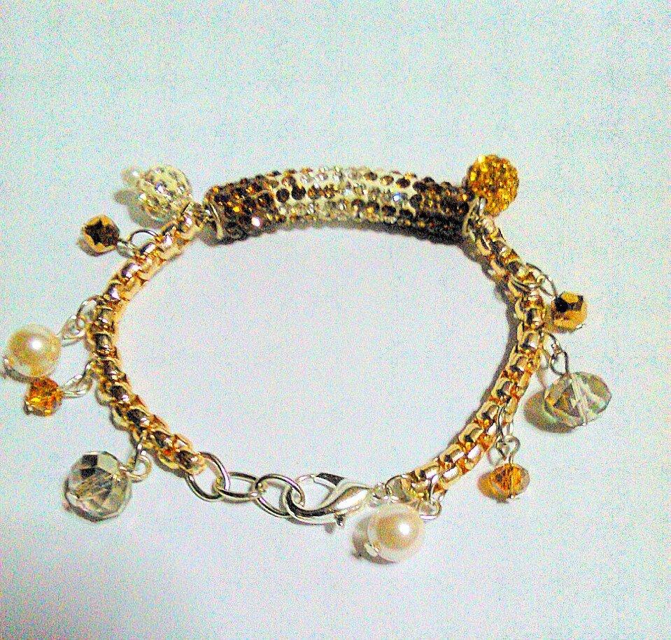 braccialetto con pendenti di cristalli e perle color oro bianco e bronzo  FATTO A MANO!