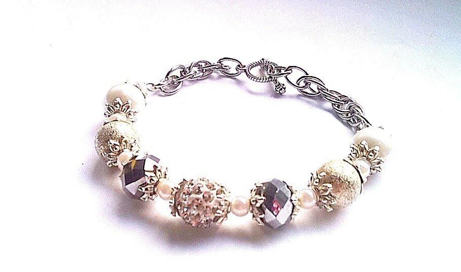bracciale con perle e cristalli FATTO A MANO!