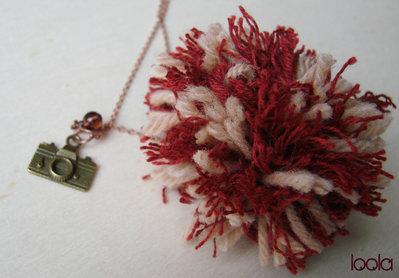 Collana Pom pon beige&ruggine con ciondolo bronzo