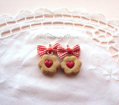 Orecchini biscotti con cuore ripieno di marmellata - in fimo - e fiocchi rossi scozzesi