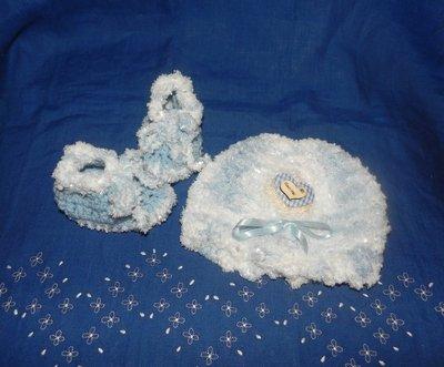 Scarpine e cappellino neonato unisex fatti a mano ferri e uncinetto