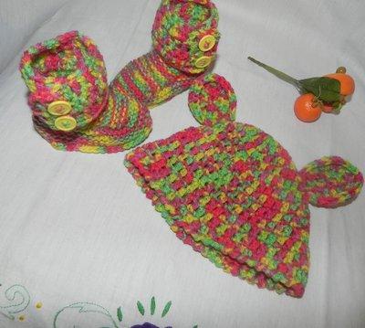 Stivaletti e cappellino fatti a mano in misto lana ad uncinetto UGG