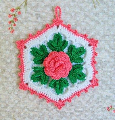 Presina all'uncinetto a forma esagonale con fiore