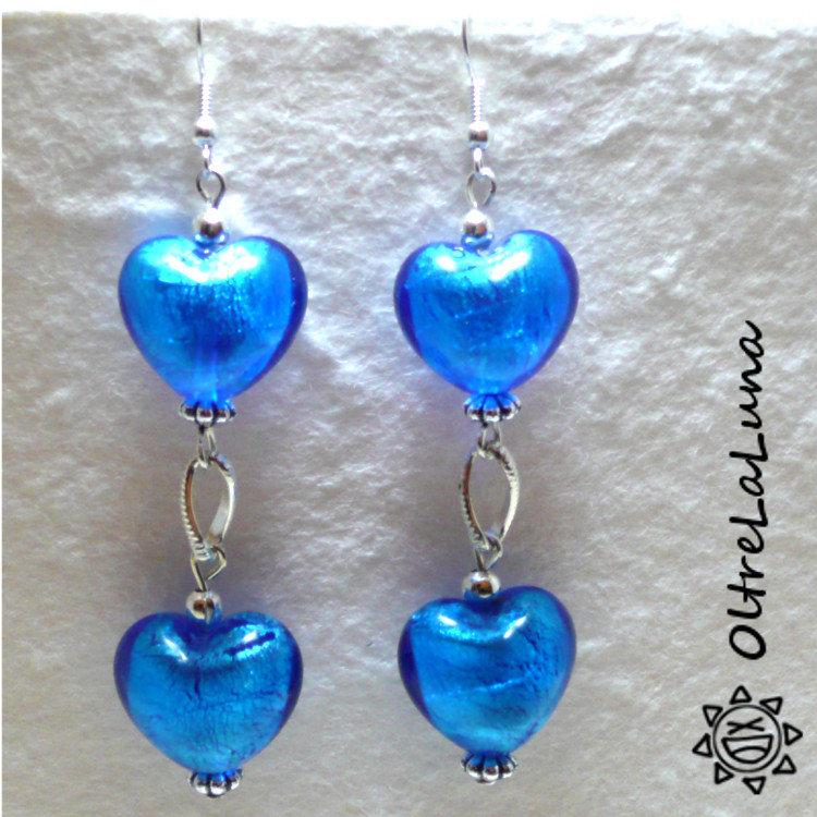 Orecchini con due cuori azzurri in vetro