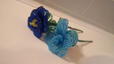 Piccoli fiori decorativi