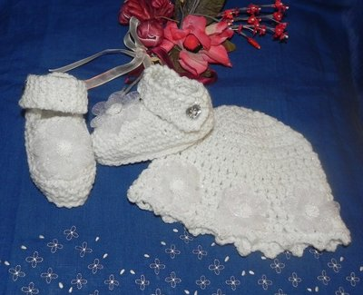 Scarpine e cappellino bimba fatti a mano ad uncinetto BIANCO  con lamè argento battesimo