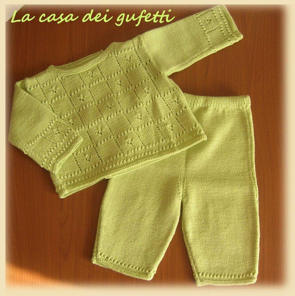 Completino maglioncino e pantaloncino verde in lana per neonato realizzato ai ferri