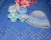 Scarpette e cappellino fatti a mano in pura  lana ad uncinetto  0-6 mesi